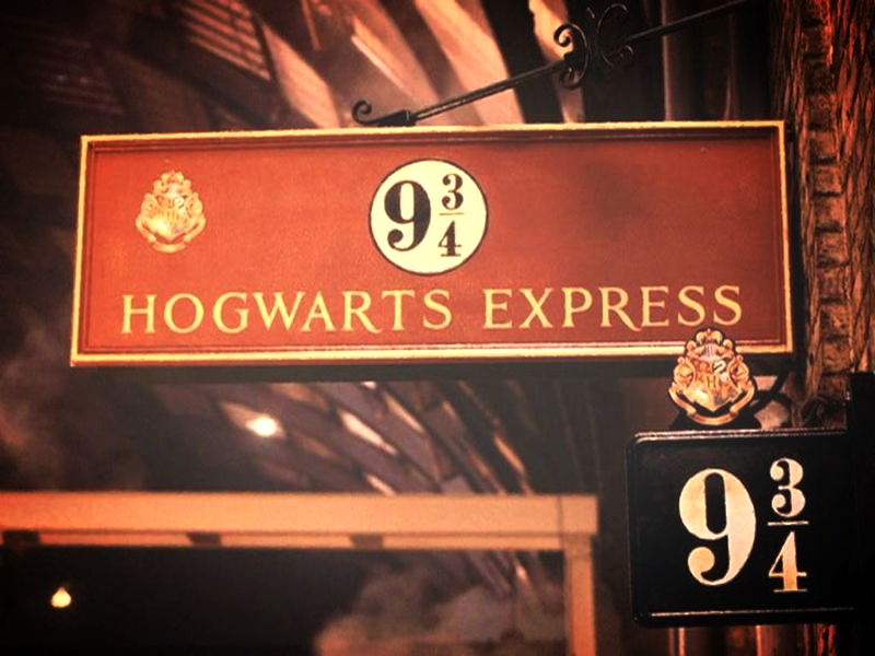 Crafty Crookshanks Hogwarts Express Platform